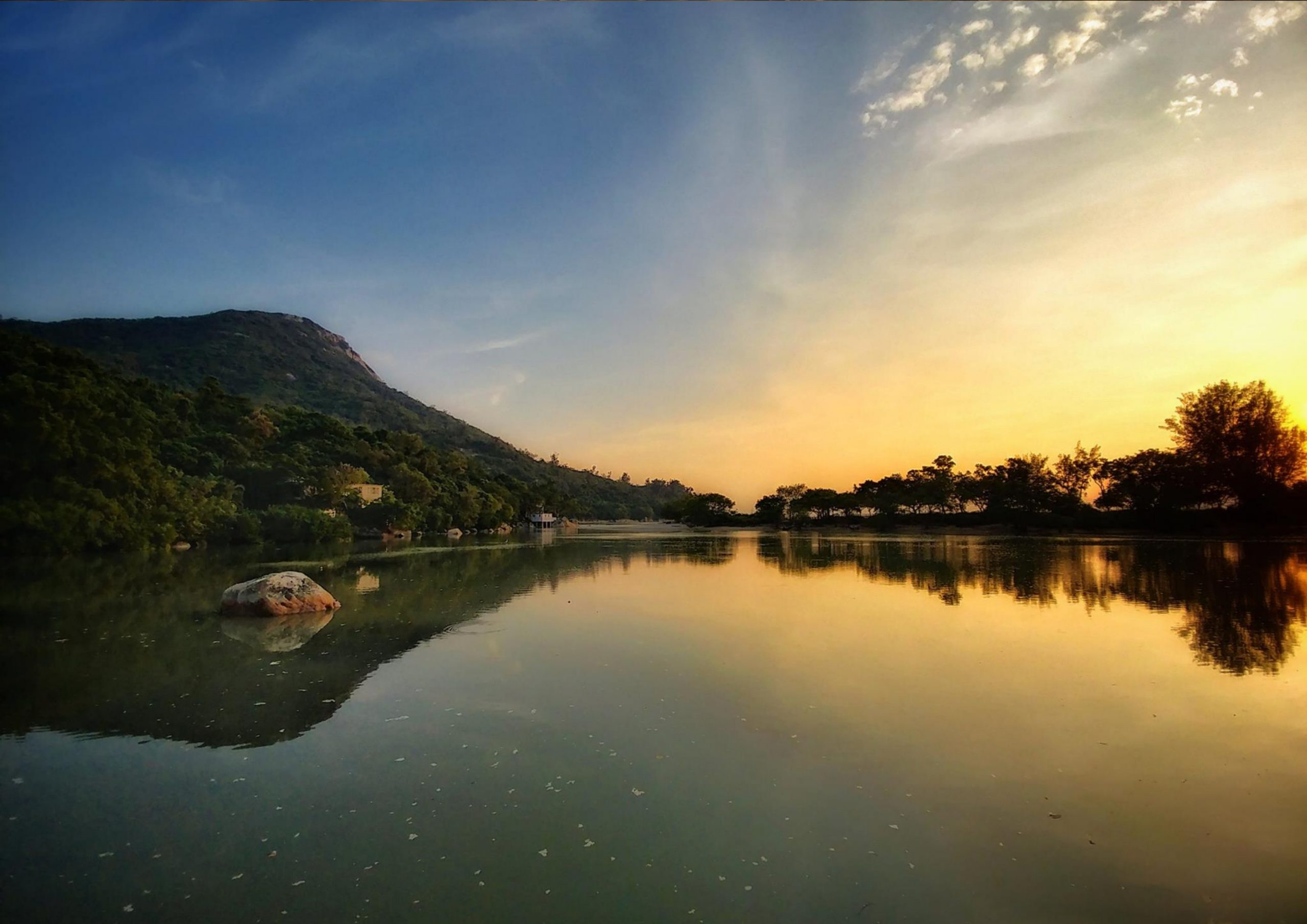 Enjoy the mirror of the sky at Pui O
